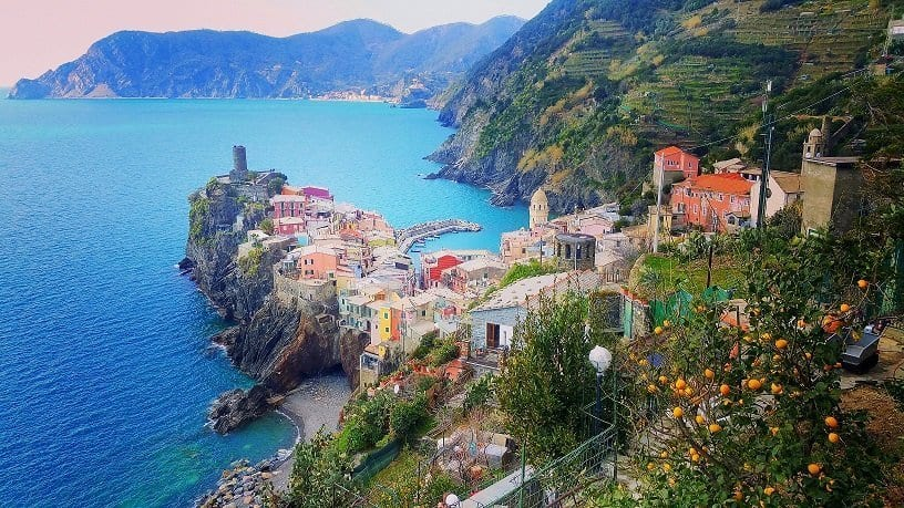 vernazza-from-the-blue-trail-and-lemon-trees-in-the-foreground-on-the-way-to-corniglia